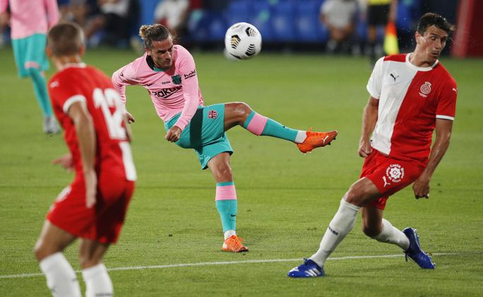 Messi lập siêu phẩm ngày tái xuất, Barcelona thắng tưng bừng Girona