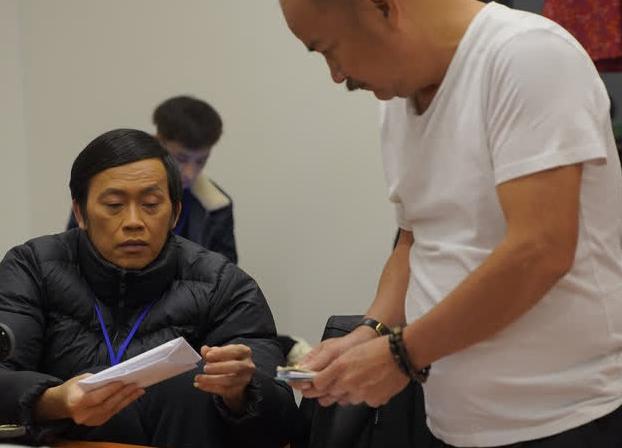 Hoài Linh đi diễn sau sự ra đi của Chí Tài với vẻ tiều tụy, nghẹn ngào nhắc đến người anh thân thiết
