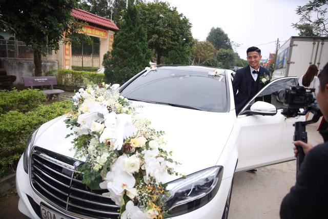 Bùi Tiến Dũng lên xe hoa đón dâu ở Hà Tĩnh