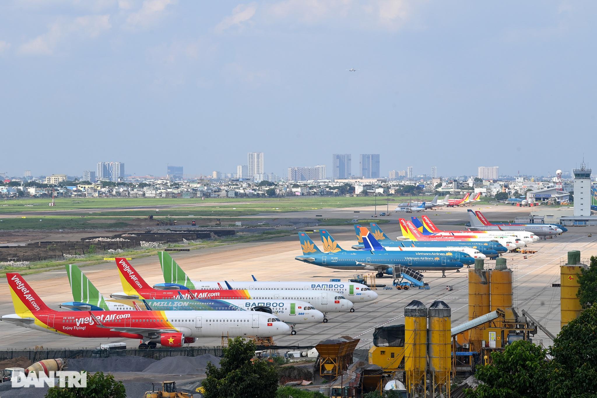 Ám ảnh hàng trăm tàu bay đắp chiếu nằm la liệt tại Nội Bài, Tân Sơn Nhất